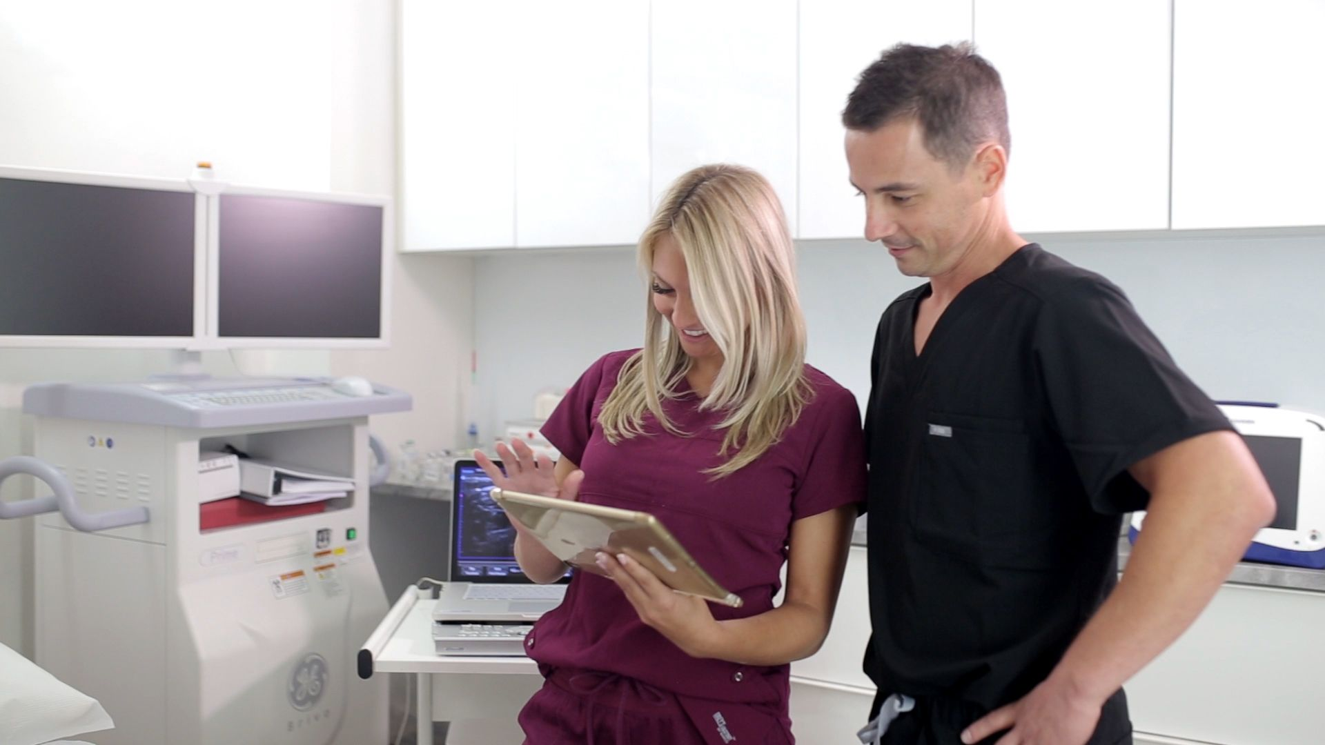 Dr. Schoenfeld consulting with MA - Vein Treatment Clinic